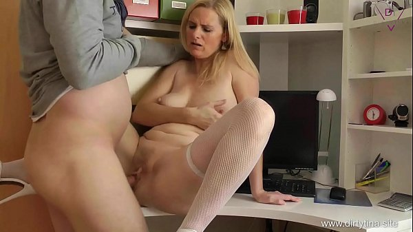 mature shaves pussy